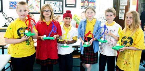 Chorley Citizen: ART ATTACK: St James' primary pupils tackle art classes at Albany Academy