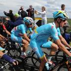 Chorley Citizen: Vincenzo Nibali, centre, has been left in limbo