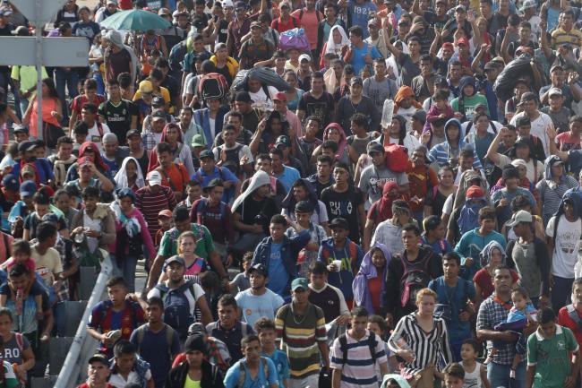 Migrants resume advance towards us border after crossing into mexico central america migrant caravan m4hsunfo